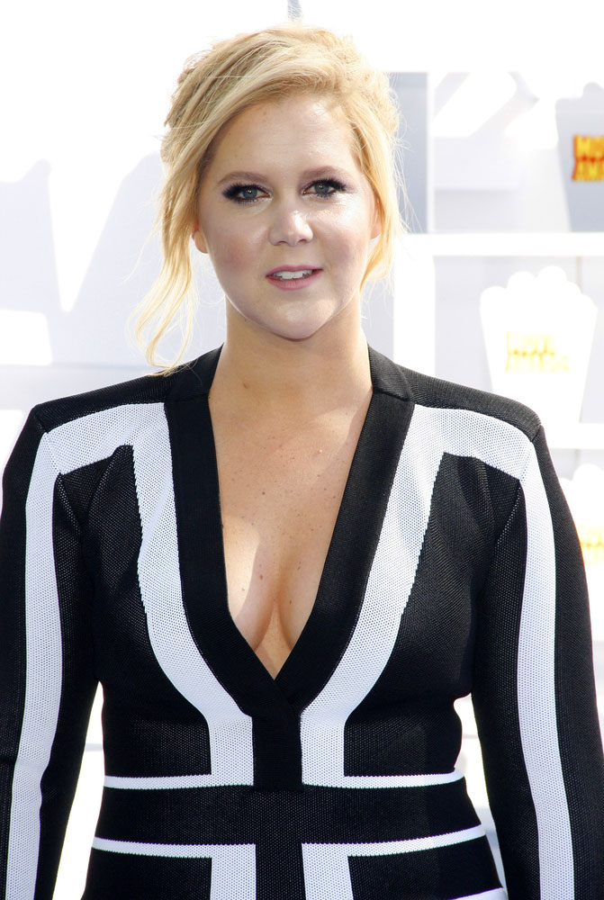 Pirelli's 2016 Calendar Ditches Models for Amy Schumer, Serena Williams