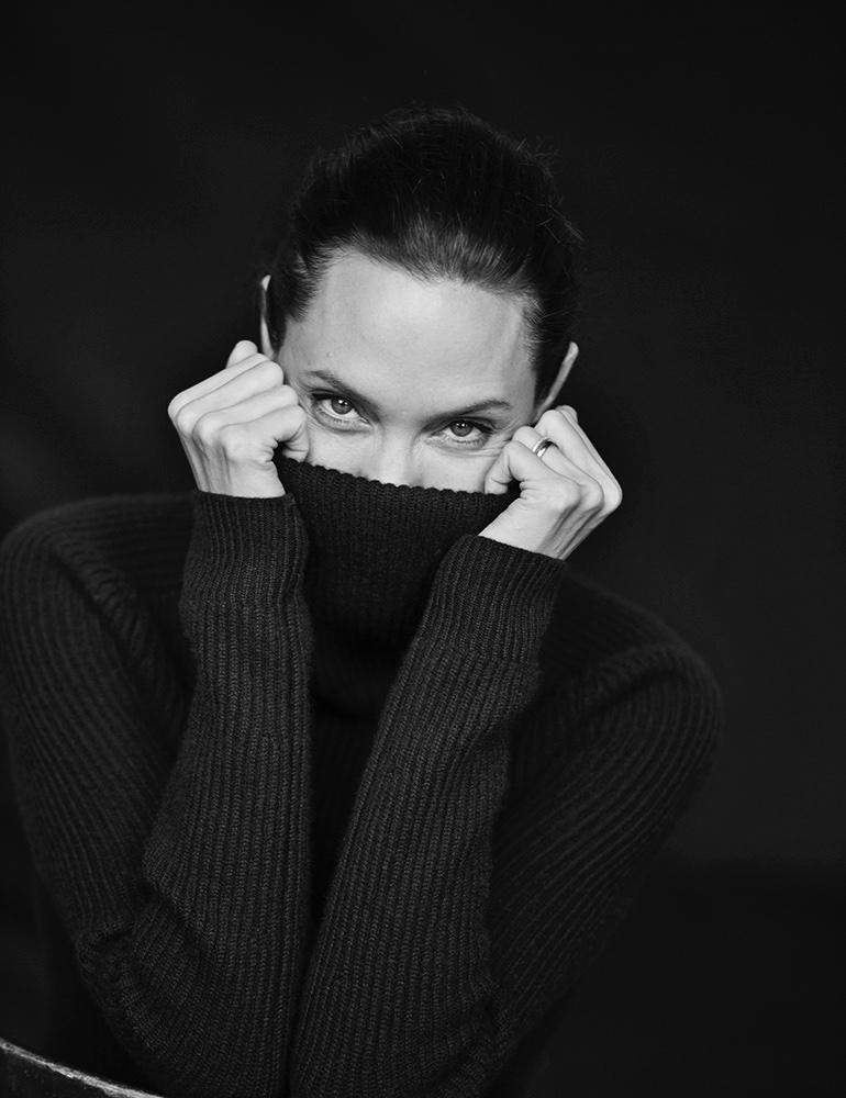 Angelina-Jolie-WSJ-Magazine-November-2015-Pictures04