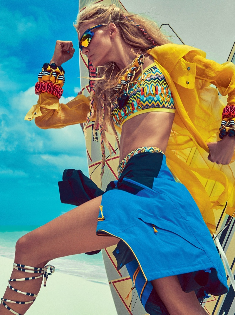 Caroline-Trentini-Beach-Fashion-Vogue-Brazil01