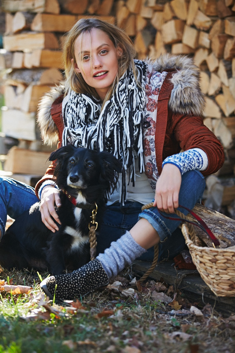 Queeny Van Der Zande - Free People`s November 2015 Sweater Selection