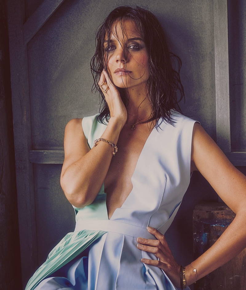 Katie Holmes wears the wet hair look in the photoshoot