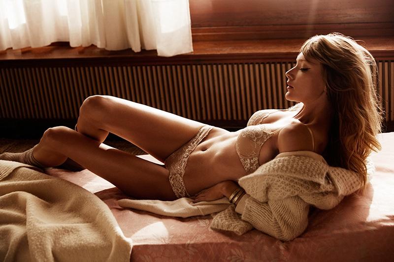 Svetlana Ukina Gets Cozy In Lingerie For Mujer De Hoy By Richard Ramos