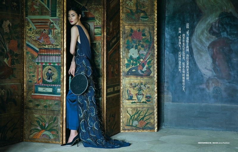 Liu-Wen-Harpers-Bazaar-China-December-2015-Editorial09