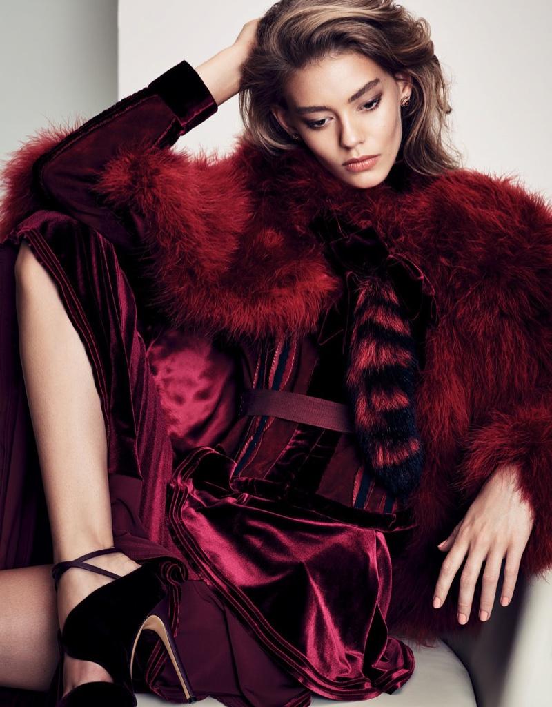 Ondria-Hardin-Vogue-China-December-2015-Editorial04