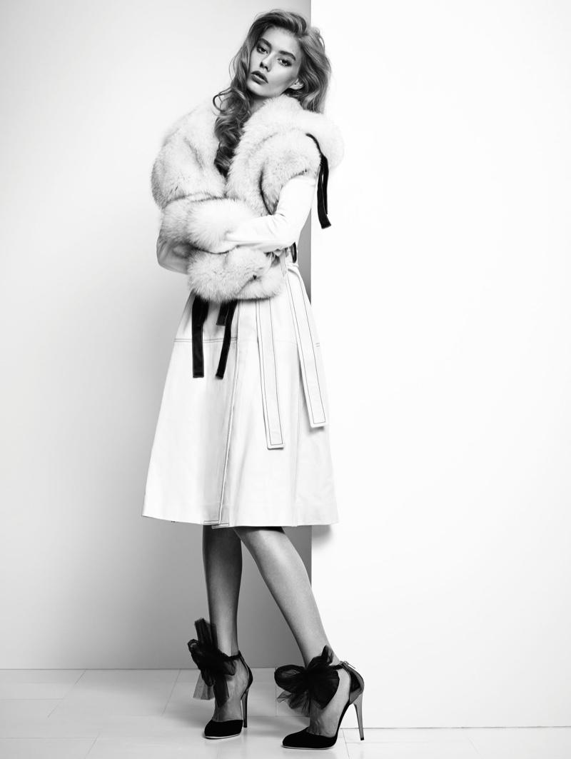 Ondria-Hardin-Vogue-China-December-2015-Editorial06