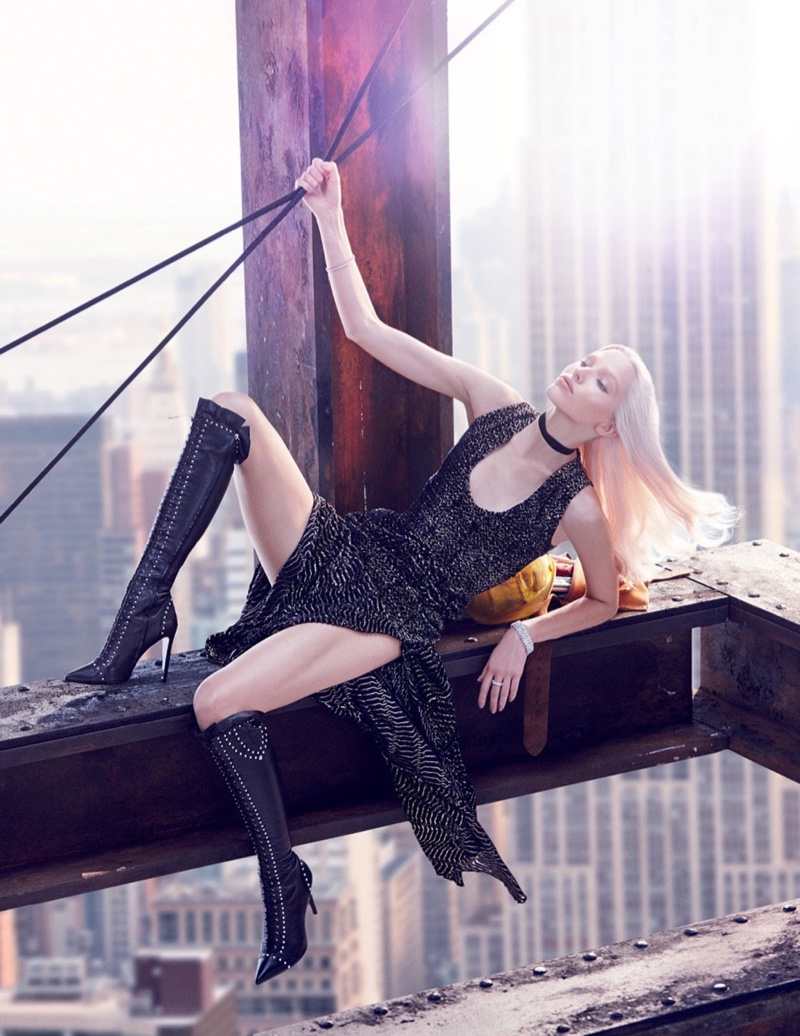 Sasha-Luss-Vogue-Russia-December-2015-Cover-Editorial08