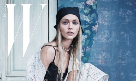 Sasha-Pivovarova-W-Korea-December-2015-Cover-Pictures04