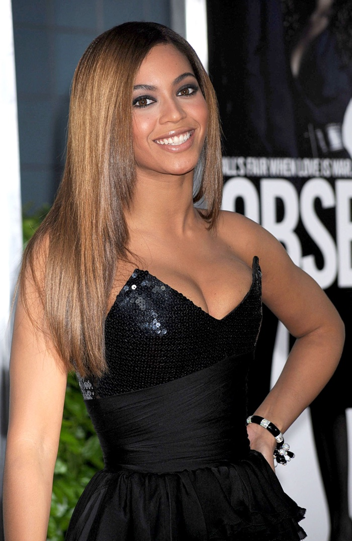 In 2009, Beyonce stepped out and wore a honey blonde hairstyle with a cleavage baring dress. Photo: Everett Collection / Shutterstock.com