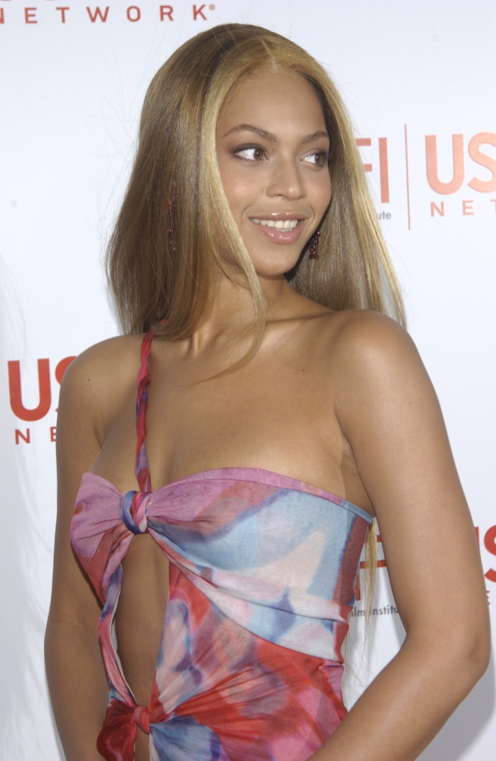 In 2003, Beyonce showed off a long blonde hairstyle with lightened highlights at the AFI Achievement Awards Gala honoring Robert DeNiro. Photo: Featureflash / Shutterstock.com