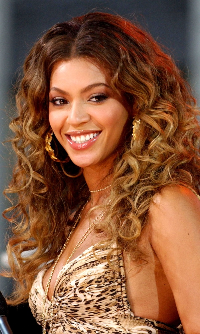 Beyonce wears a wavy honey blonde hairstyle at a 2006 Good Morning America appearance. Photo: Everett Collection / Shutterstock.com