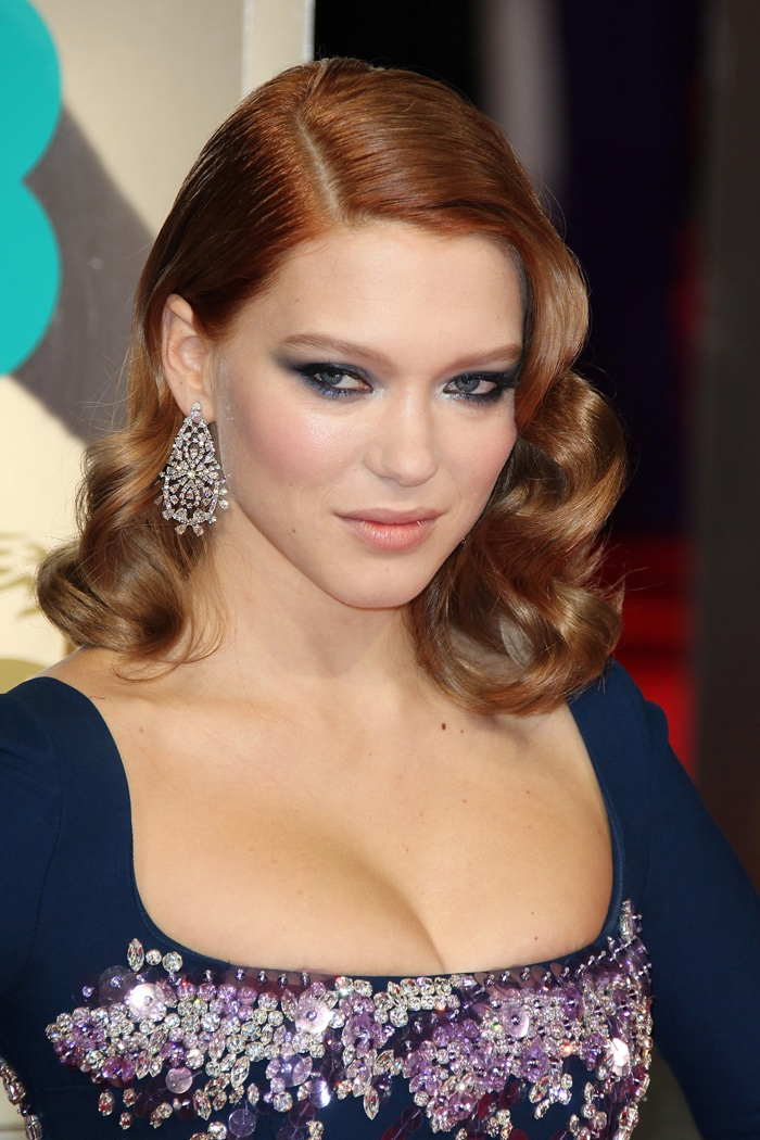 Lea Seydoux wears retro-inspired medium length curls with side part. Photo: BAKOUNINE / Shutterstock.com