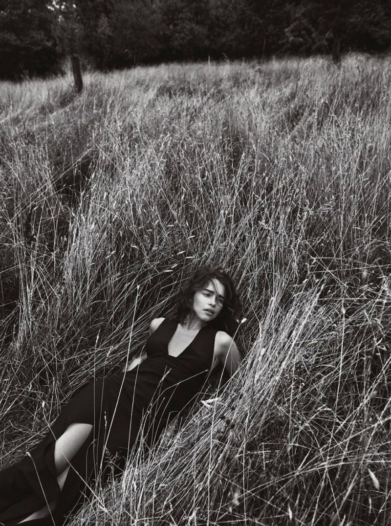 Emilia-Clarke-Dior-Magazine-Winter-2015-Cover-Pictures03
