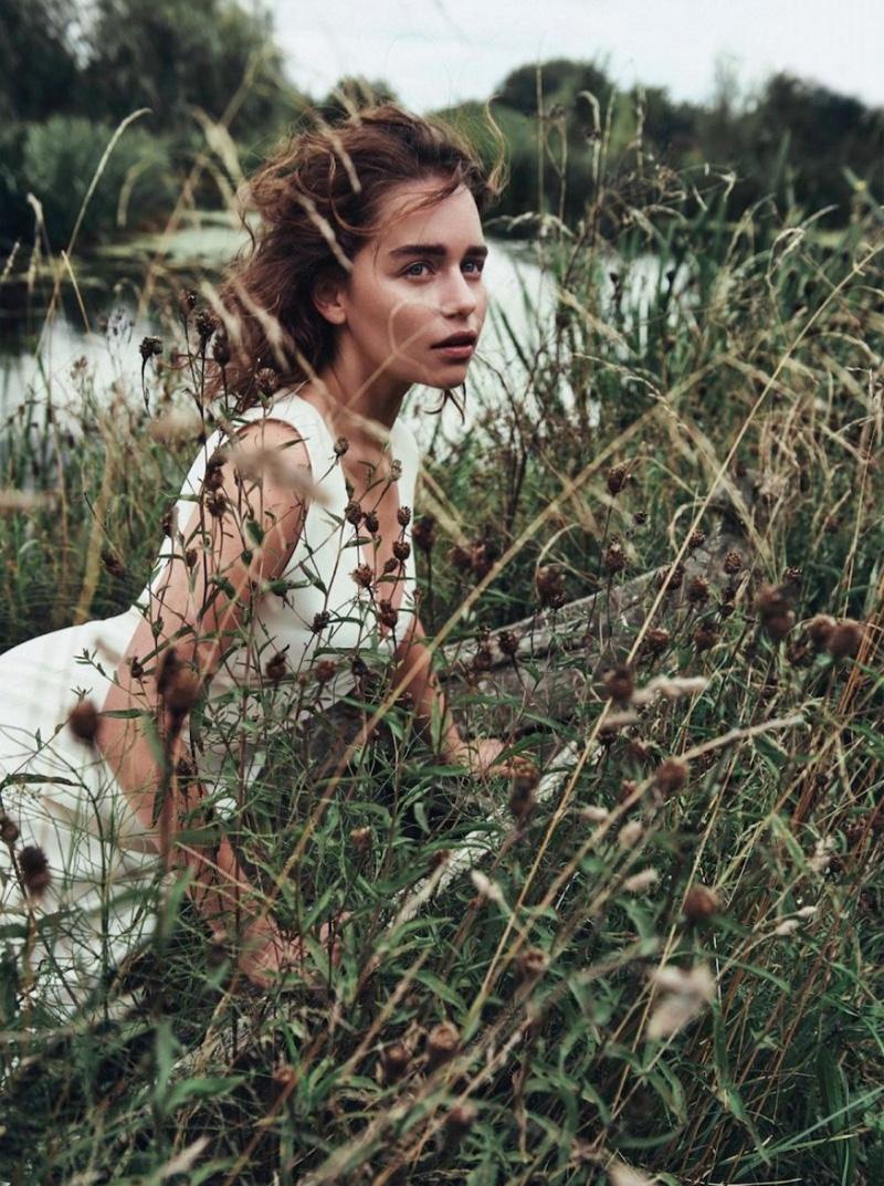 Emilia-Clarke-Dior-Magazine-Winter-2015-Cover-Pictures06