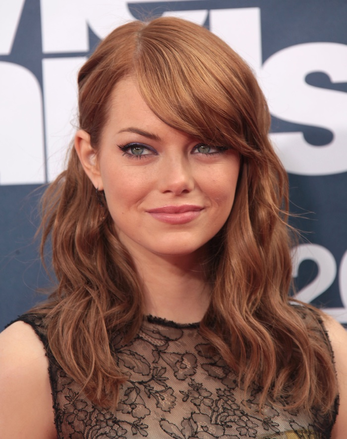 Emma Stone shows off auburn hair color with blonde highlights. Photo: DFree / Shutterstock.com