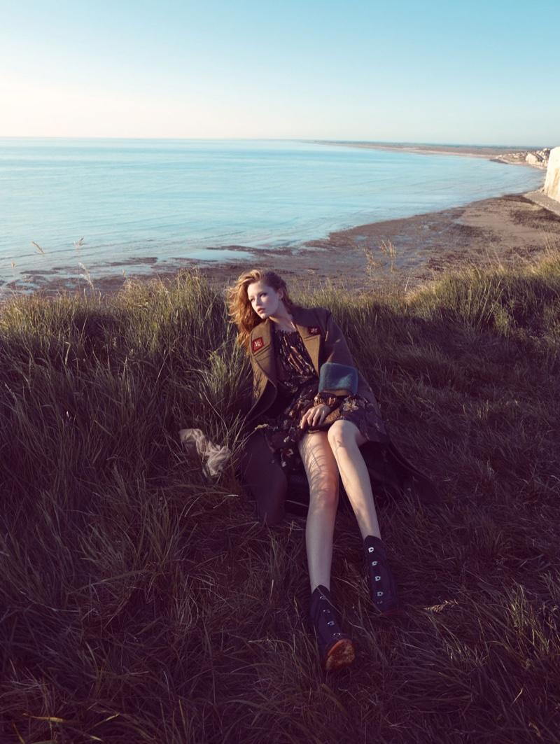Hollie-May-Saker-Vogue-China-December-2015-Editorial06