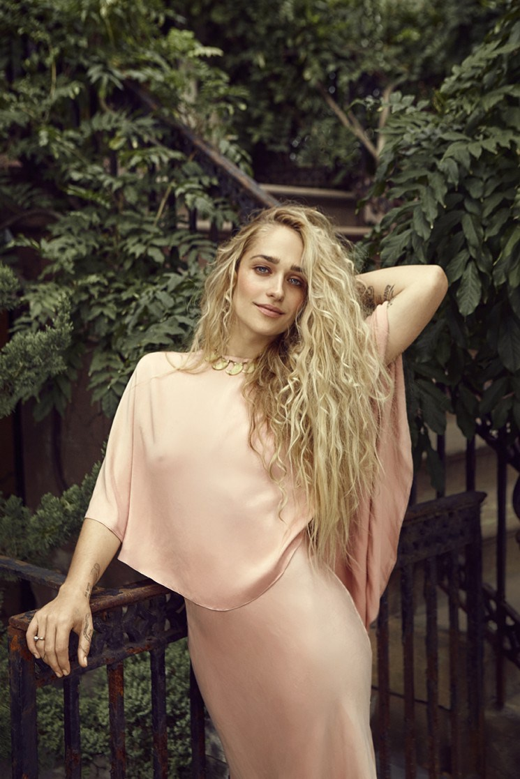 Jemima-Kirke-Bust-Magazine-December-2015-Cover-Photoshoot03