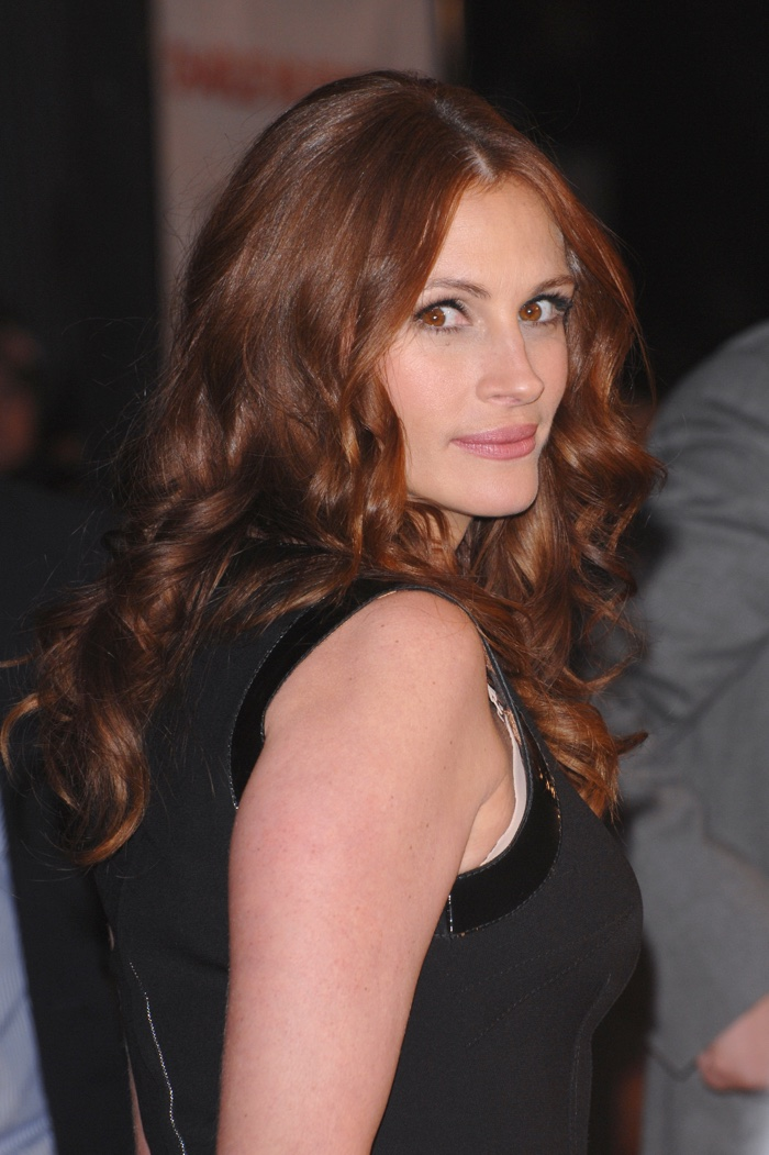 Julia Roberts is famous for her red locks. Here she is with a auburn shade. Photo:  Featureflash / Shutterstock.com