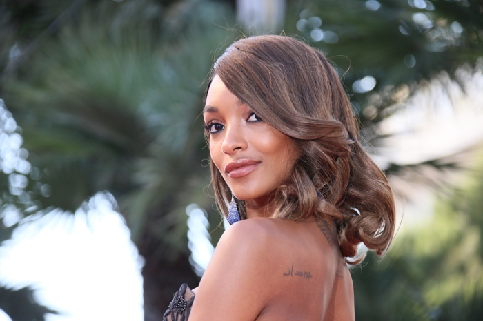 Jourdan Dunn with medium-length curls and a side part. Photo: Denis Makarenko / Shutterstock.com