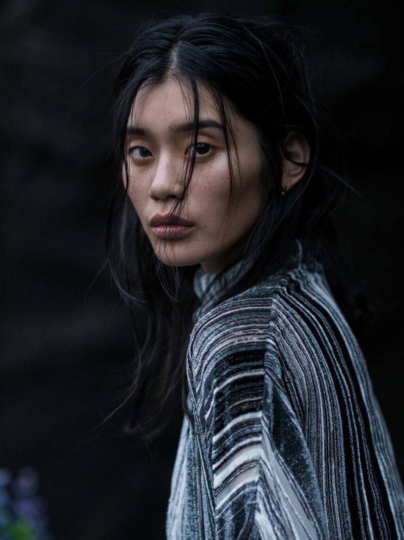 Ming-Xi-Vogue-China-January-2016-Photoshoot09
