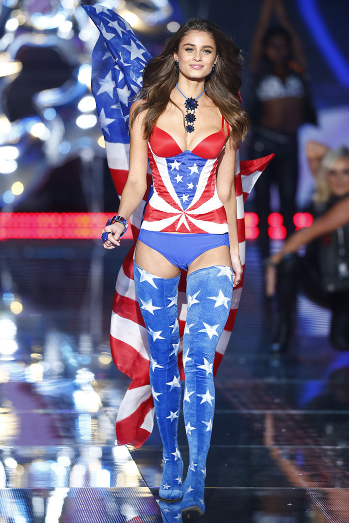 1b113bd933 Your Definitive Guide to the 2016 Victoria s Secret Fashion Show – The  National Student
