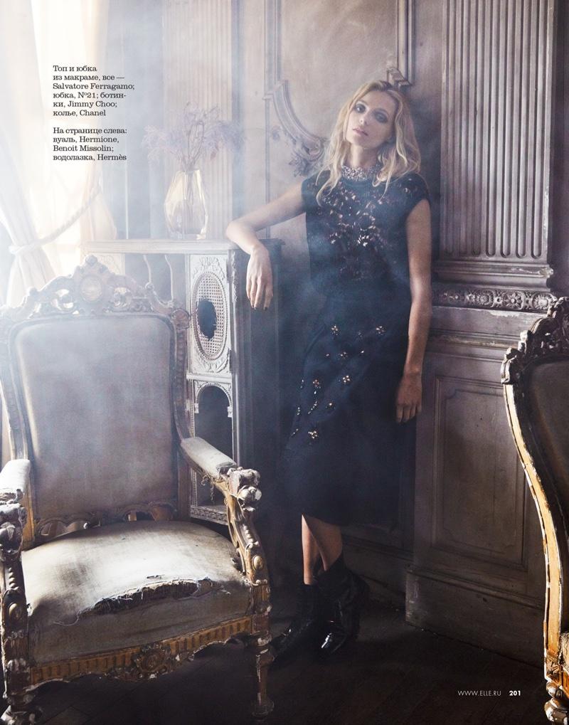 Valentina-Zelyaeva-ELLE-Russia-December-2015-Cover-Editorial10
