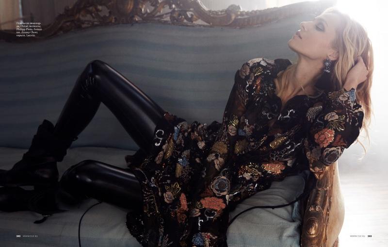 Valentina-Zelyaeva-ELLE-Russia-December-2015-Cover-Editorial11