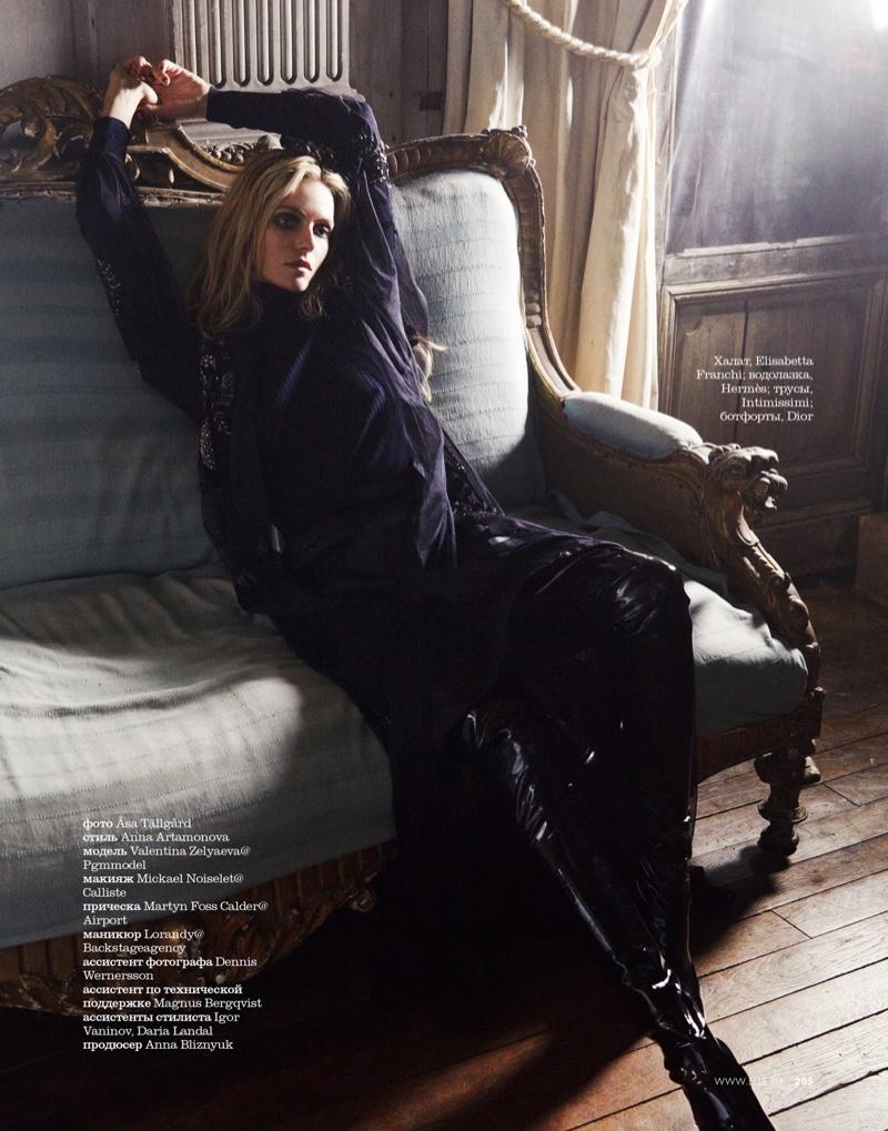 Valentina-Zelyaeva-ELLE-Russia-December-2015-Cover-Editorial13