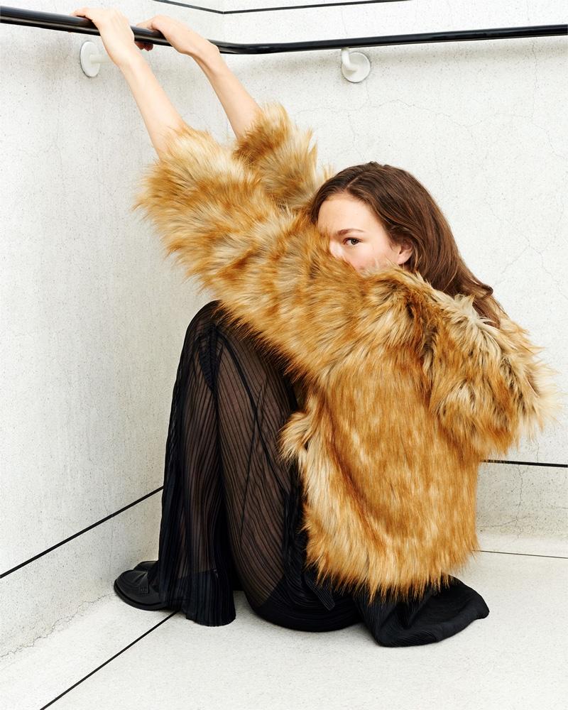 Zara-Winter-2015-Coats-Lookbook04