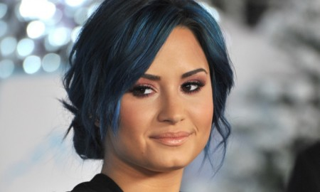 Attending the premiere of Frozen in 2013, Demi Lovato showed off a cool blue hair color. Photo: Jaguar PS / Shutterstock.com