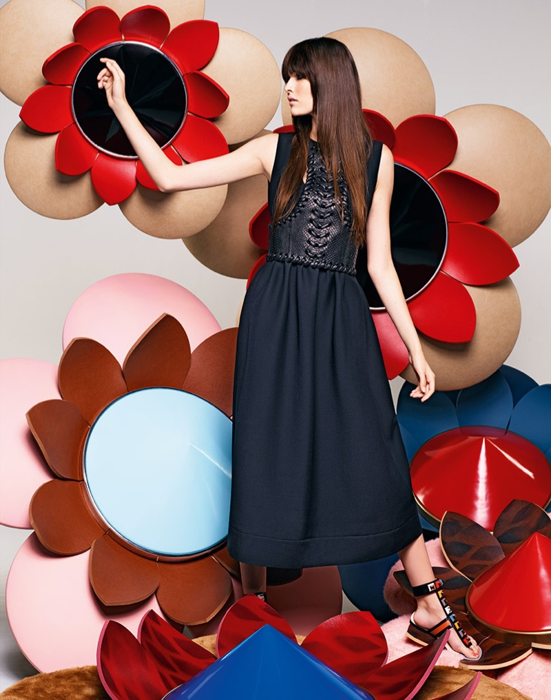 Fendi focuses on oversize flowers in its spring 2016 campaign