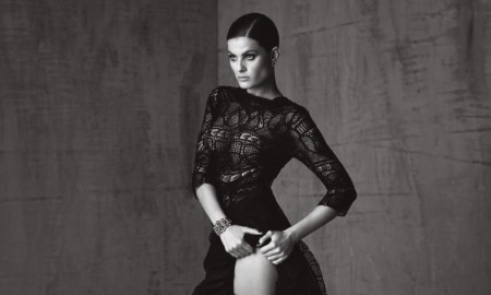 Isabeli flaunts her model legs in gown with side split