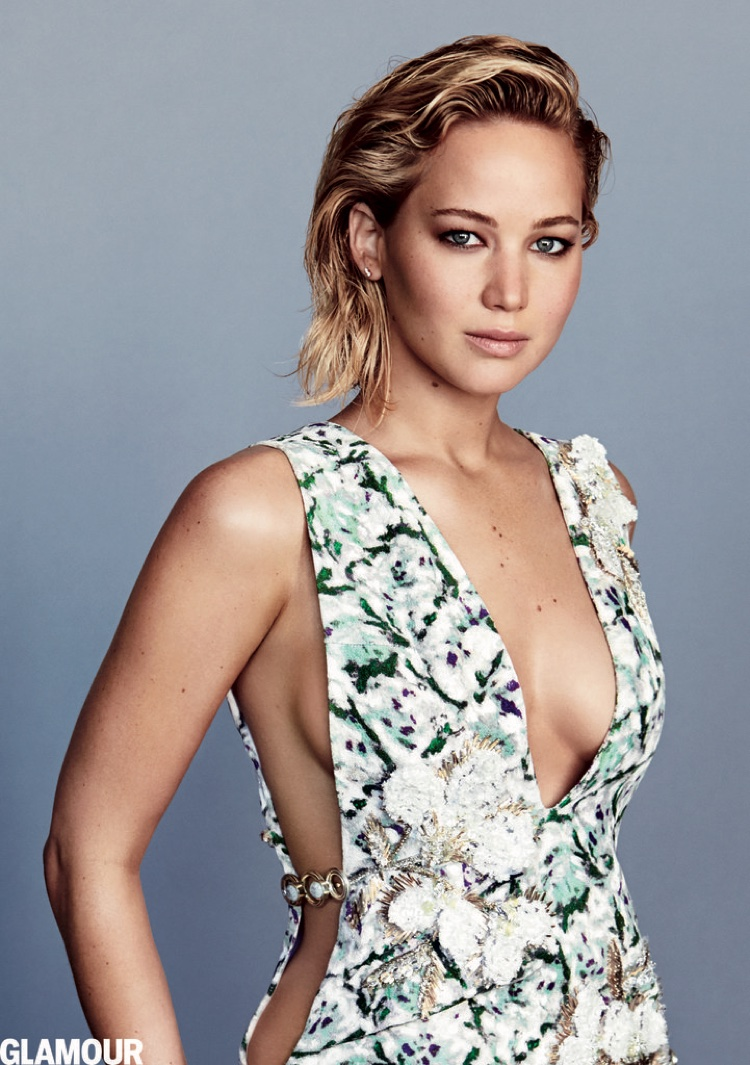 Jennifer Lawrence flaunts her body in a dress featuring side cutouts