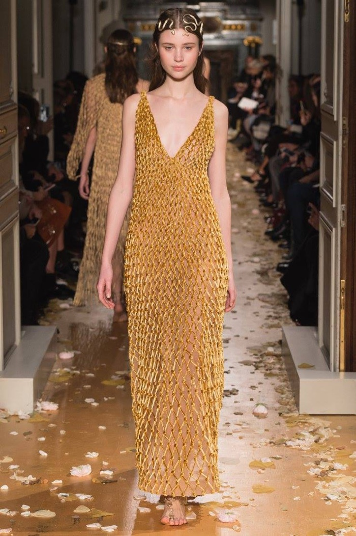 Valentino spring 2016 haute couture for Haute couture houses 2016