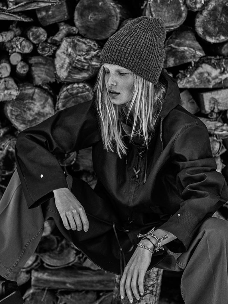 The model poses for Tomas de la Fuente in cozy winter styles