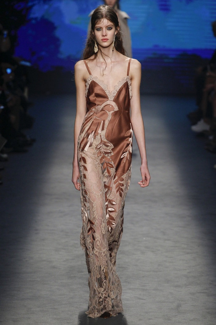 A look from Alberta Ferretti's fall-winter 2016 collection