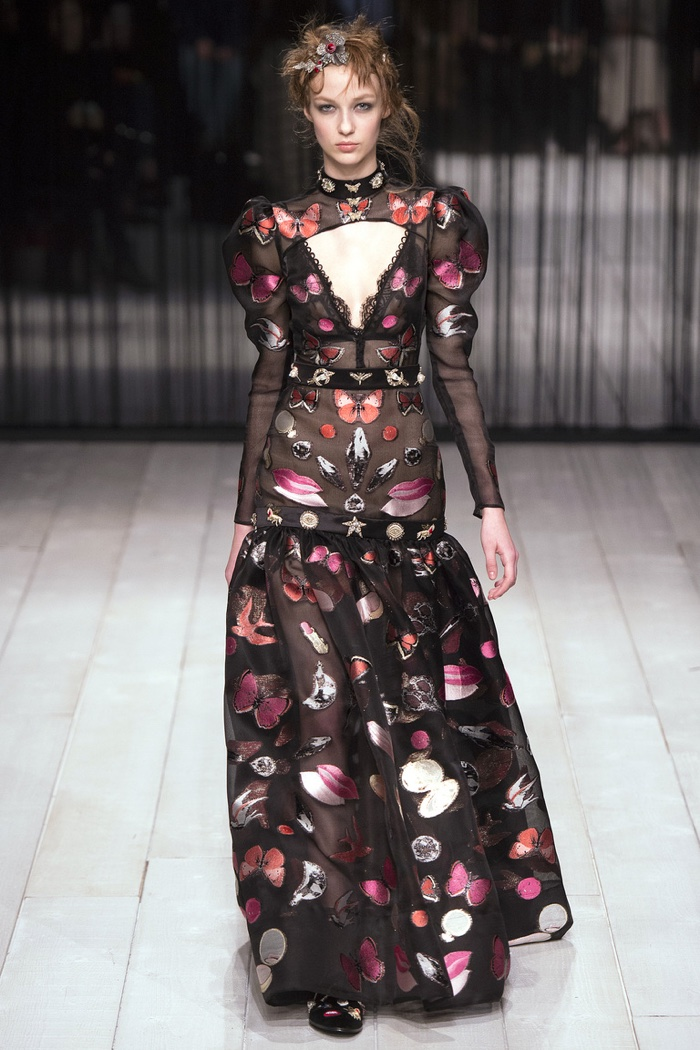 Alexander McQueen Fall 2016 | London Fashion Week