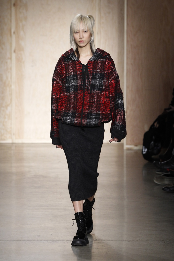 A look from DKNY's fall-winter 2016 collection