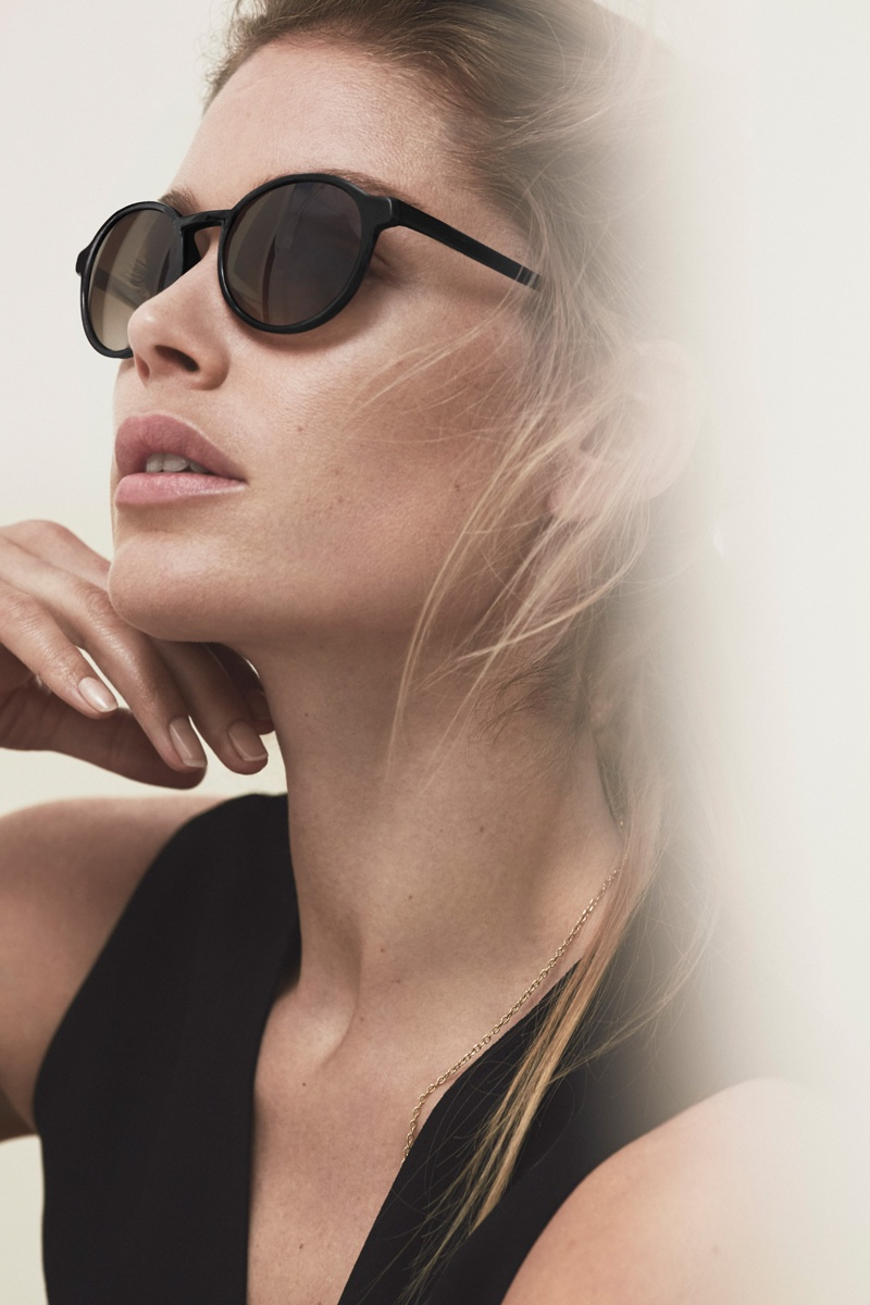 Doutzen Kroes poses in Massimo Dutti sunglasses
