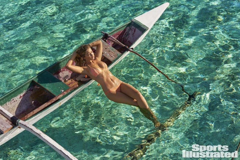 Gigi Hadid in Bikini on the set of a Sports Illustrated shoot in Tahiti Pic 8 of 35