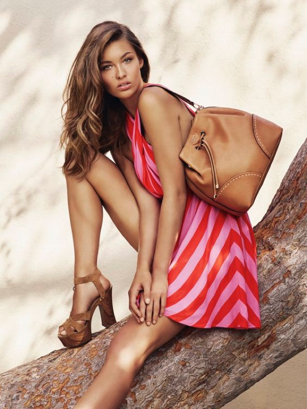 Guess Has Us California Dreaming with its Spring Accessories Campaign