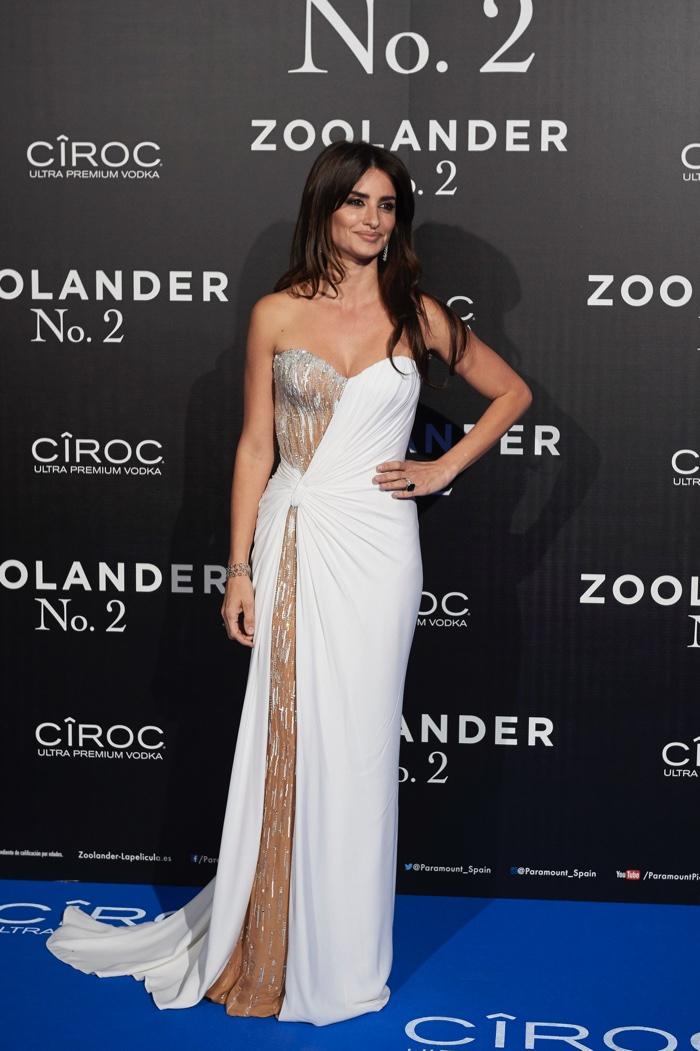 Penelope Cruz attends the Madrid, Spain, premiere of Zoolander 2 wearing a white Atelier Versace dress. Photo: Carlos Alvarez/Getty Images for Paramount