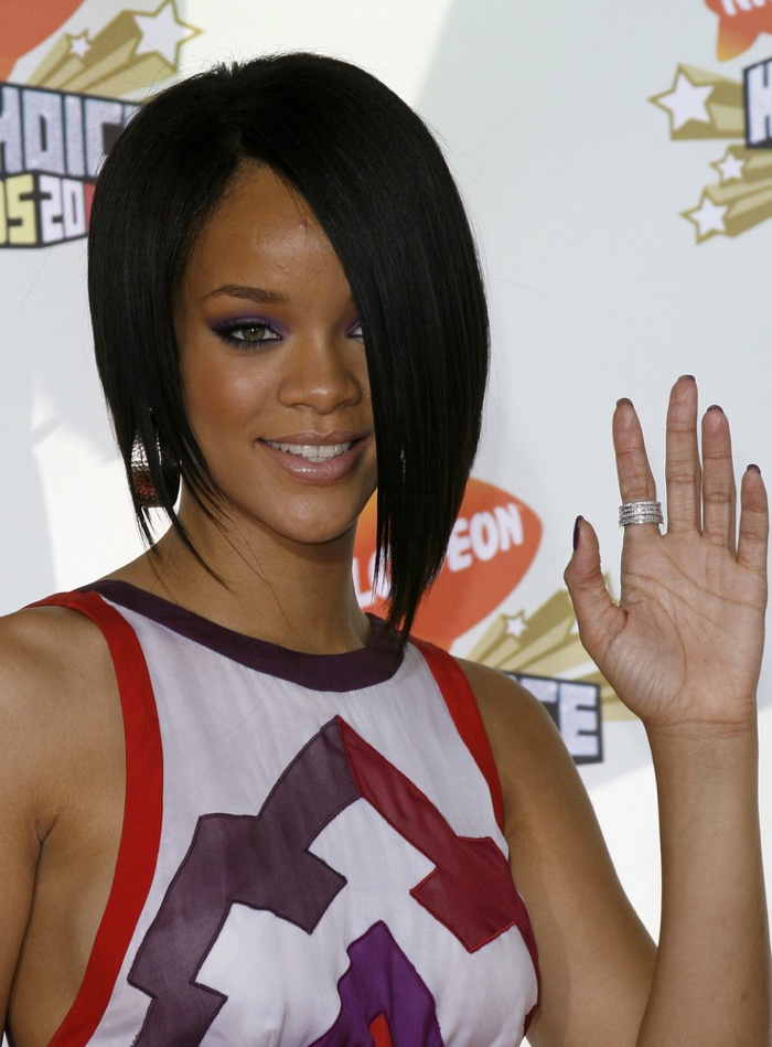 Rihanna wears a short asymmetrical haircut at the 2007 Kids' Choice Awards. Photo: Tinseltown / Shutterstock.com