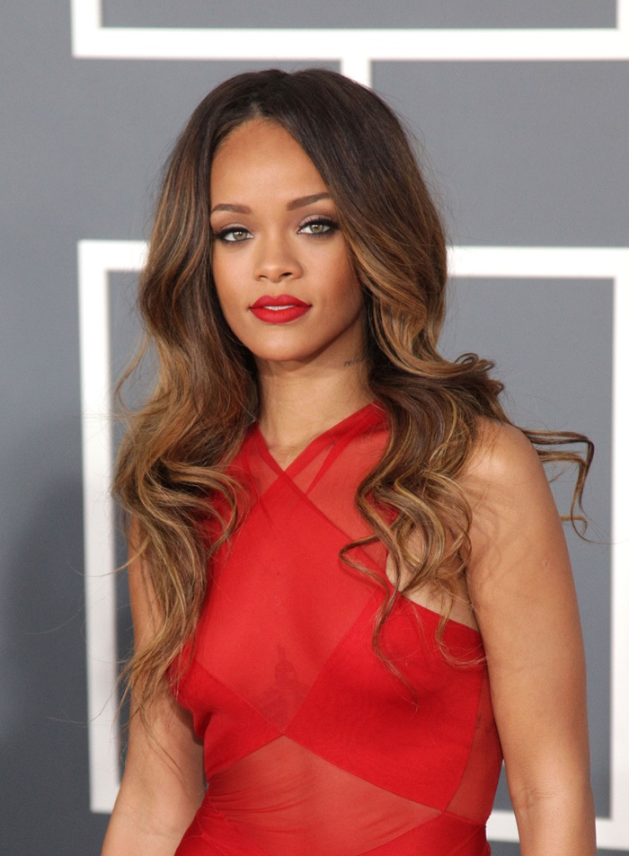 Stepping out to the 2013 Grammys, Rihanna wore a hairstyle with brown dreamy mermaid waves and blonde highlights. Photo: DFree / Shutterstock.com