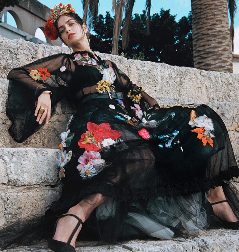 Amanda embraces florals in a Dolce & Gabbana design