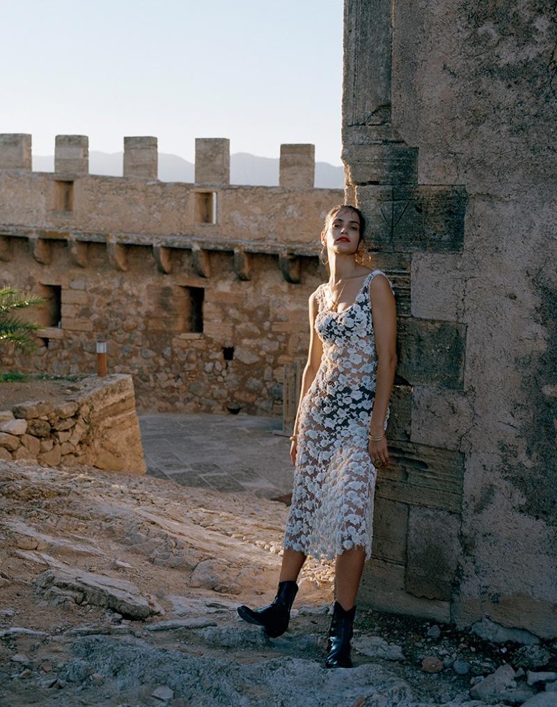Amanda poses in Balenciaga white dress