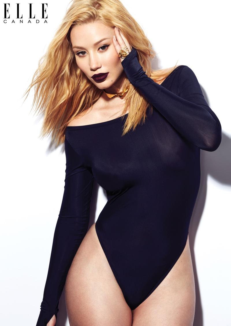 Iggy Azalea flaunts her curves in a black bodysuit