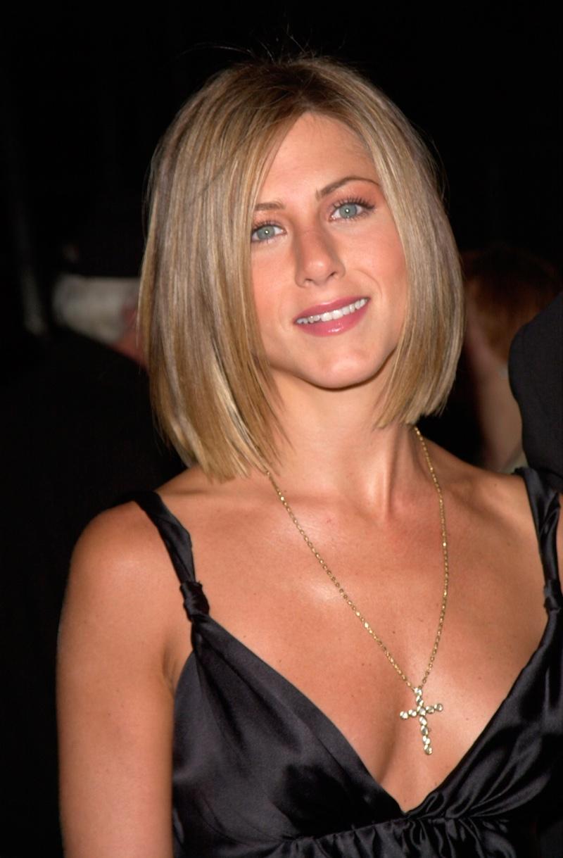 Jennifer Aniston debuted a light brown bob haircut at a 2001 event. Photo: Everett Collection / Shutterstock.com