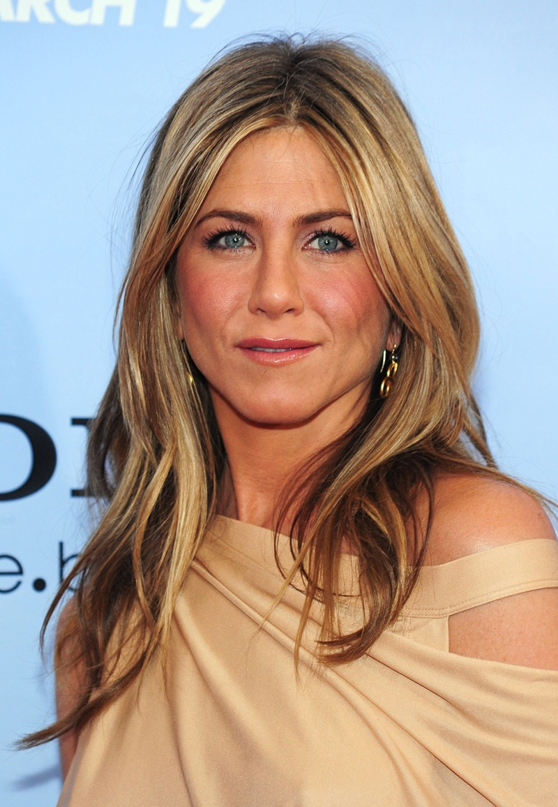 In 2010, Jennifer Aniston stepped out with wavy ends and blonde highlights. Photo: Everett Collection / Shutterstock.com