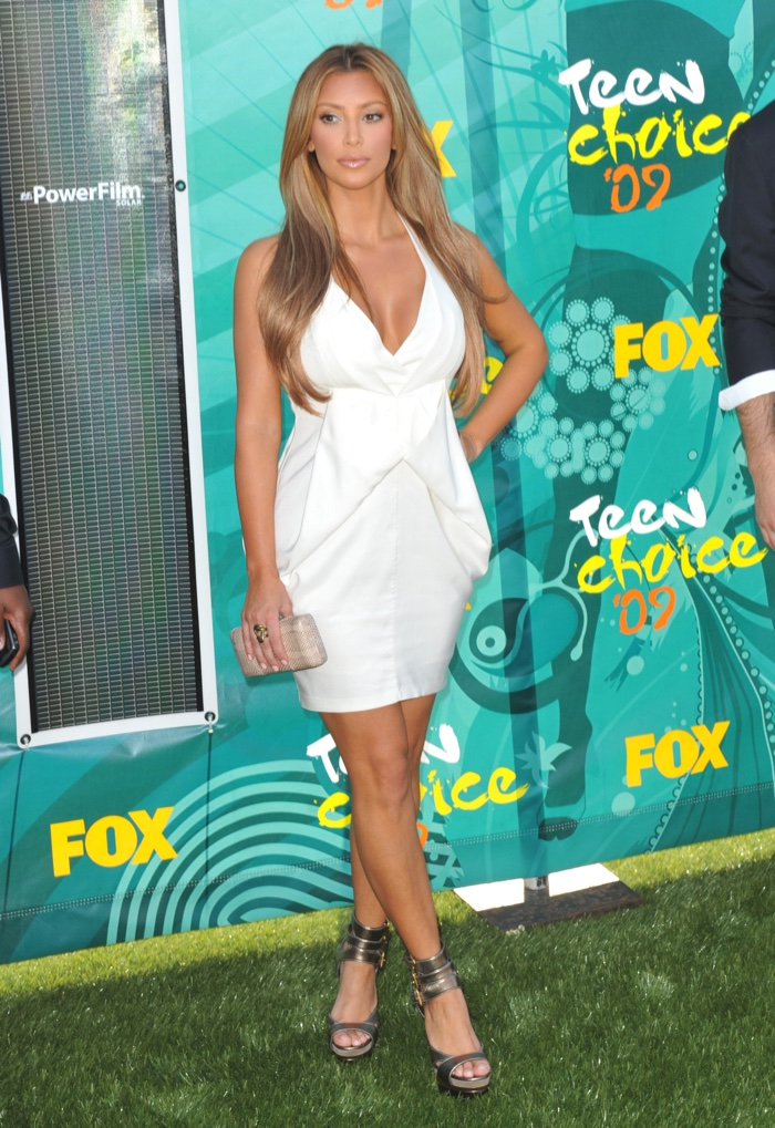 In 2009, Kim Kardashian stepped as a blonde at the Teen Choice Awards wearing a little white dress. Photo: Jaguar PS / Shutterstock.com
