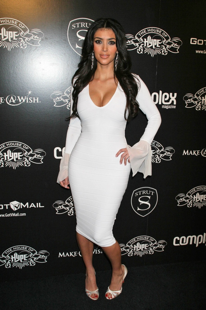 Sporting A White Dress With Flared Long Sleeves Kim Hit The Red Carpet At